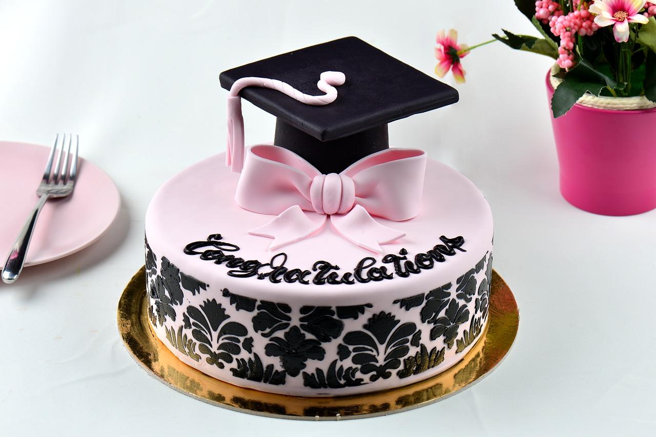 graduation-cake-3960023_1280
